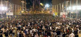 Un segundo macrobotellón con 40.000 personas en la fiesta de Barcelona acaba con graves altercados   Cataluña